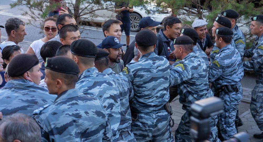 """""""Переговорную полицию"""" предлагают создать в Казахстане"""