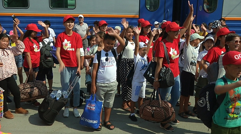 Вторая группа детей из Арыси прибыла в Алматы
