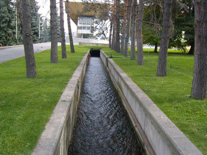 В городские арыки массово запущена вода из малых рек