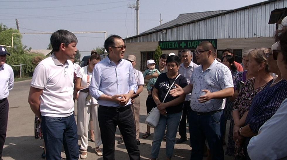 Жители Турксибского района пожаловались акиму Алматы на отсутствие полноценной поликлиники и открытые люки