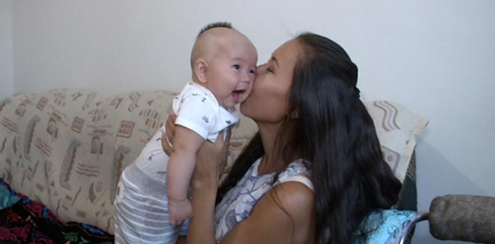 Влияние материнских объятий на развитие малышей доказали учёные