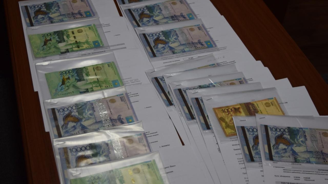 Фальшивые купюры распространяют в Алматы