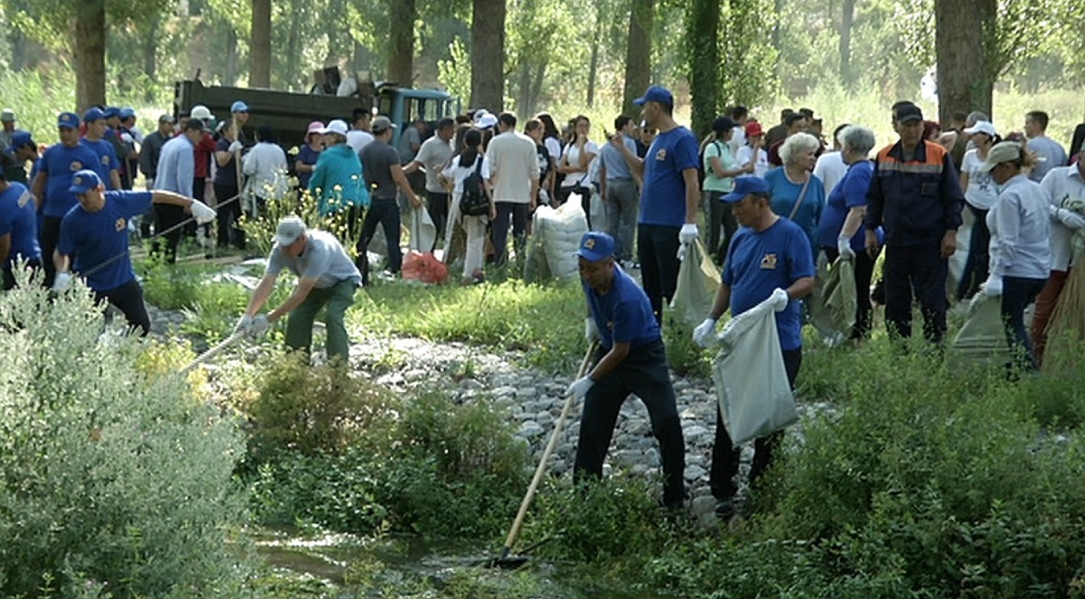 Субботник в Жетысуском районе: очищено русло реки и 3 га земли