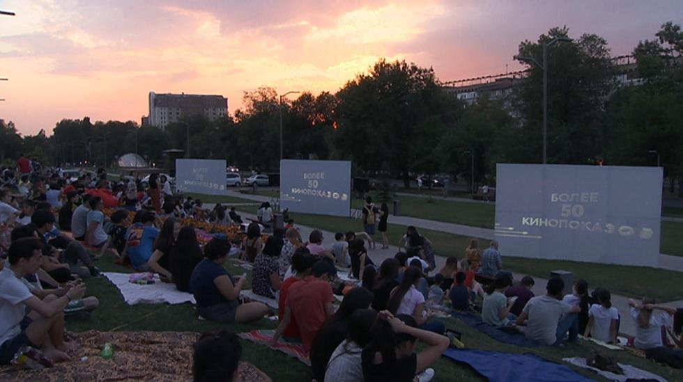 Бесплатные кинопоказы под открытым небом устраивают в Алматы