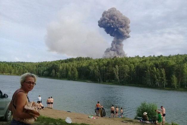 Причину взрывов на складе боеприпасов в российском Ачинске назвал военный обозреватель