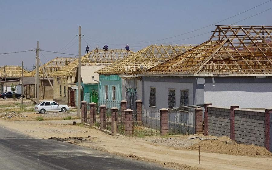 Жители восстановленных домов в Арыси недовольны качеством ремонта