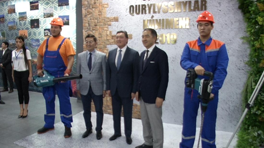 Премьер-министр и аким Алматы поздравили строителей с профессиональным праздником