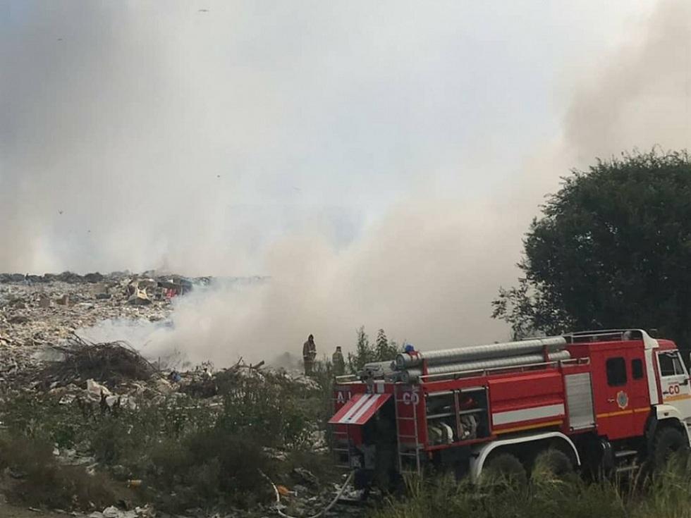 Пожар в Усть-Каменогорске: горит городская свалка