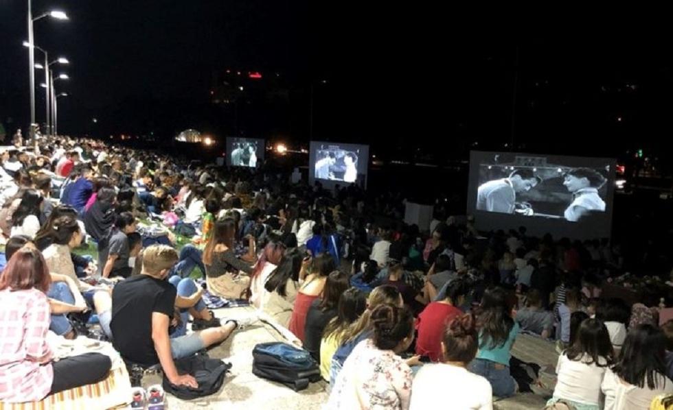 Бесплатный показ фильмов под открытым небом стартует в Медеуском районе