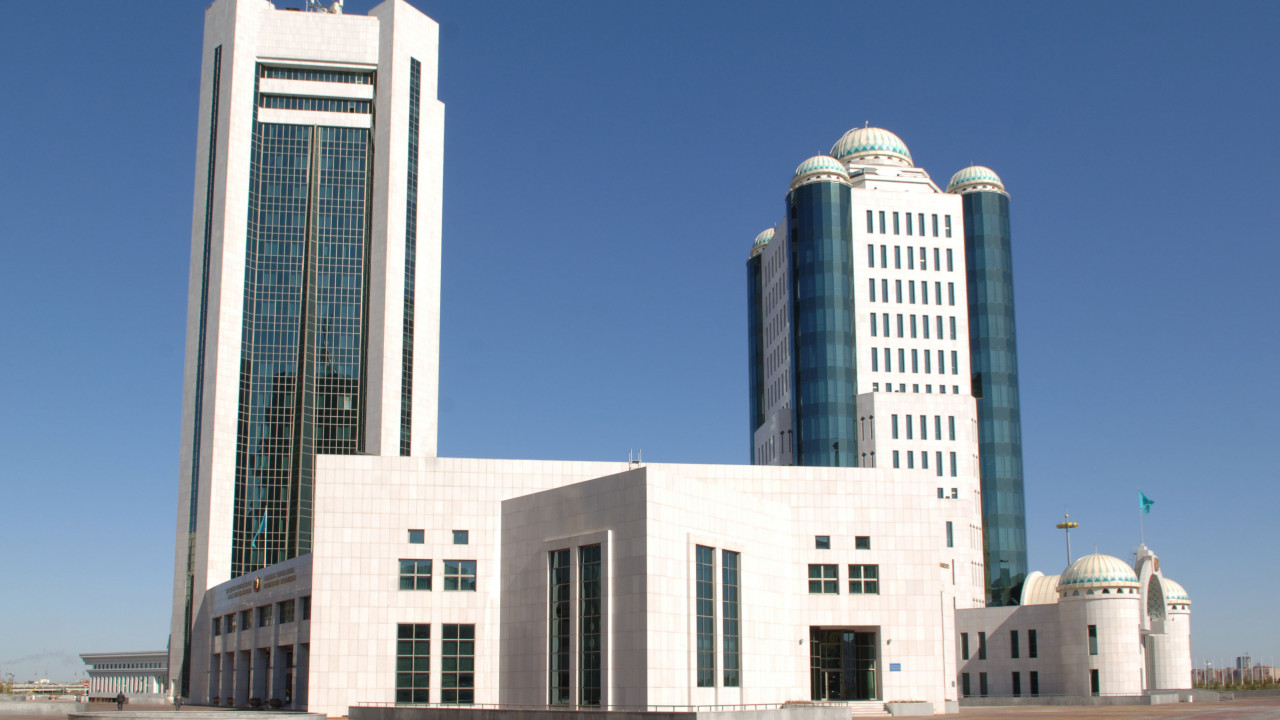 Айтимова и Бейсенбаев освободили должность сенаторов РК