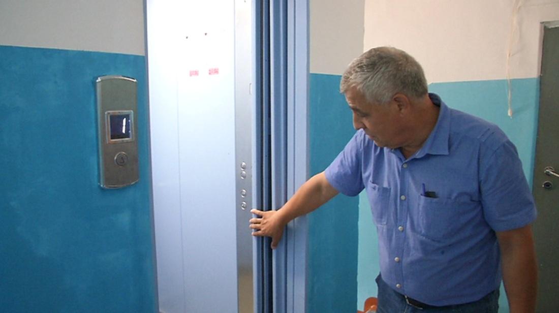 Более 900 лифтов заменят в алматинских многоэтажках