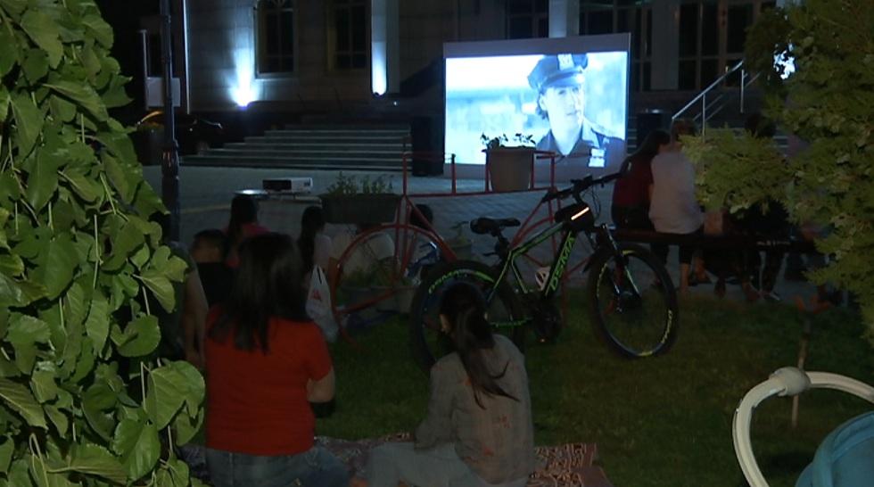 В Алматы проходят бесплатные показы казахстанских фильмов под открытым небом