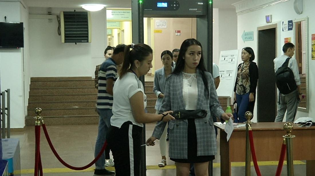 Алматыда магистратураға тапсырған 200-ден астам талапкер тәртіп бұзған