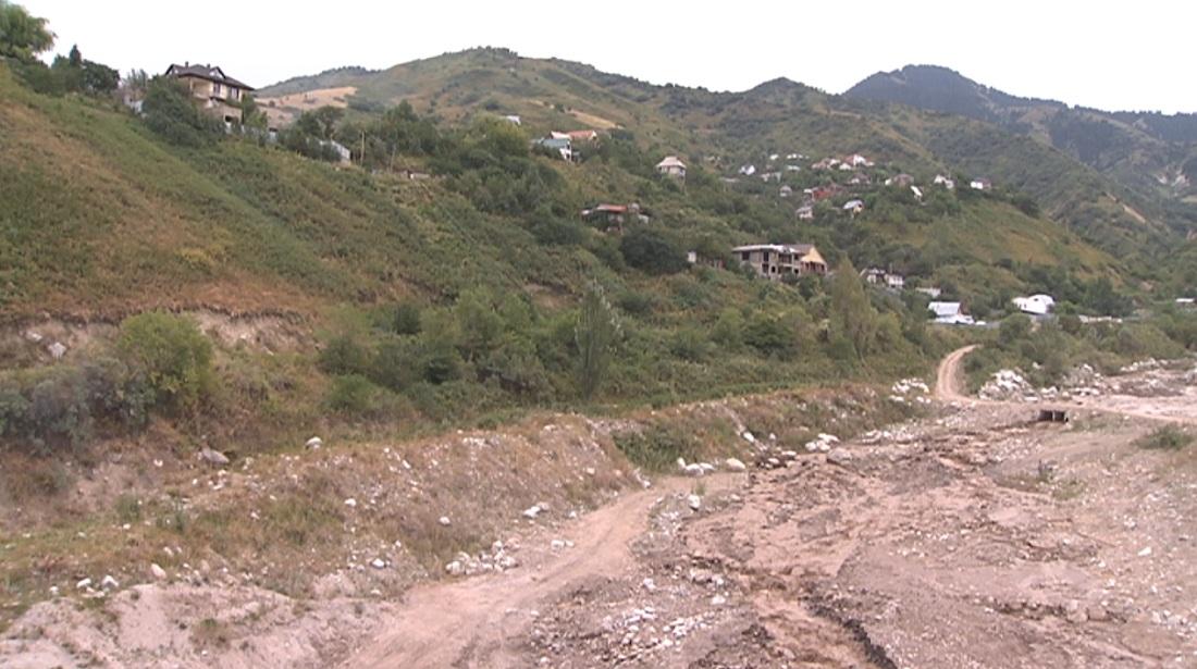 Қарғалы өзені арнасына түсті:  қала әкімі Алматы үстіртіндегі көлдерді тікұшақпен шолып қайтты