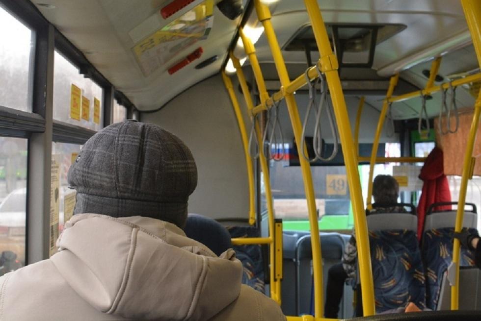 Неизвестный распылил баллончик в автобусе и напал на пассажира в Нур-Султане