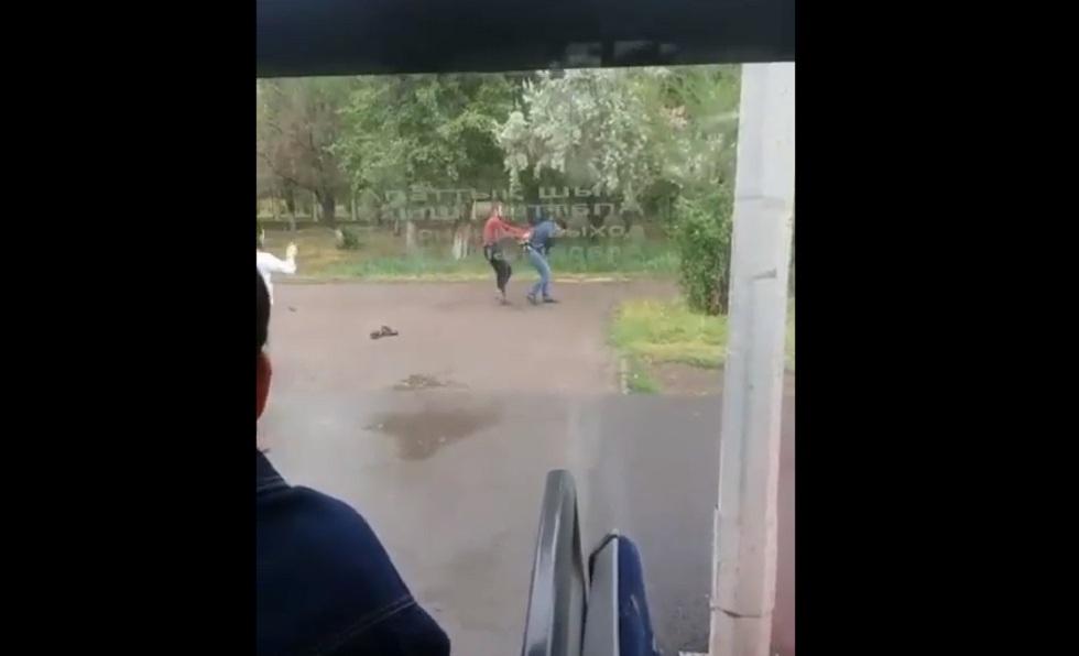 Полицейские Нур-Султана задержали героя скандального видео в автобусе