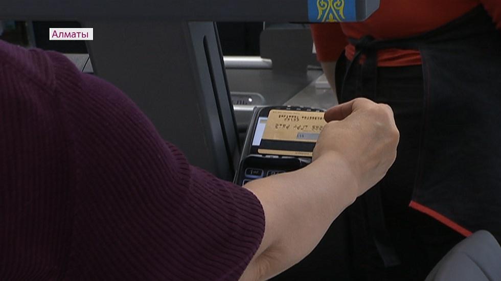 Қош, қағаз ақша: елімізде картамен төлем жасайтындардың саны күрт артқан