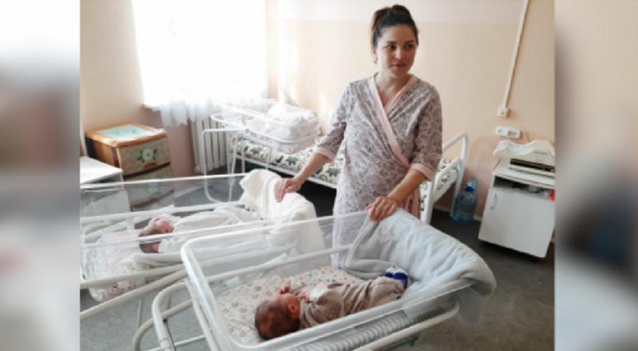 В Уральске женщина родила двоих младенцев с интервалом в 2 месяца
