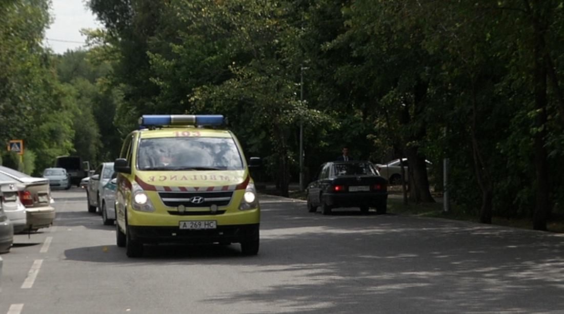 Пропускать на дороге карету скорой помощи призывают алматинских водителей