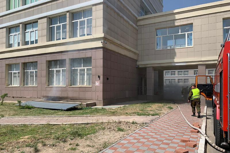 Пожар в КазНУ: эвакуировано 20 человек