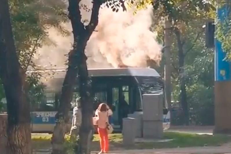 Троллейбус загорелся в центре Алматы