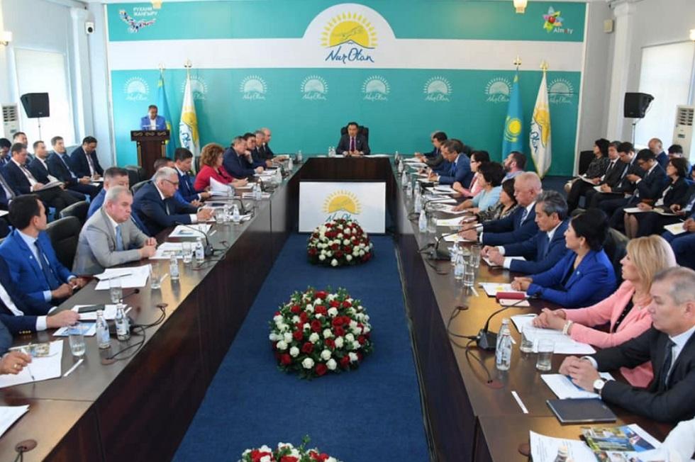 Бакытжан Сагинтаев провел расширенное заседание политсовета Nur Otan