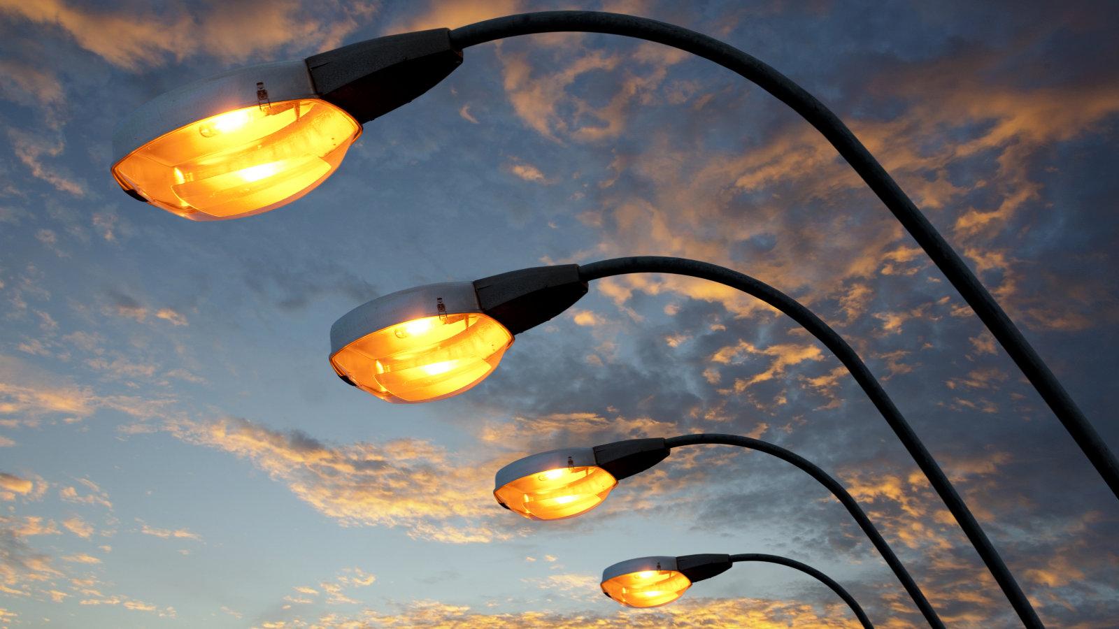 В Алматы ведется работа по освещению улиц и дворов