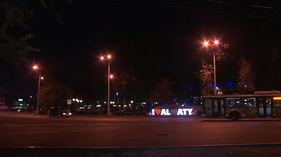 В Турксибском районе Алматы установили уличное освещение в пяти дворах