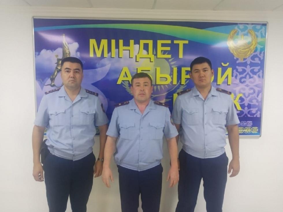 Полицейские спасли 17 человек во время пожара в многоэтажном доме в Кызылорде