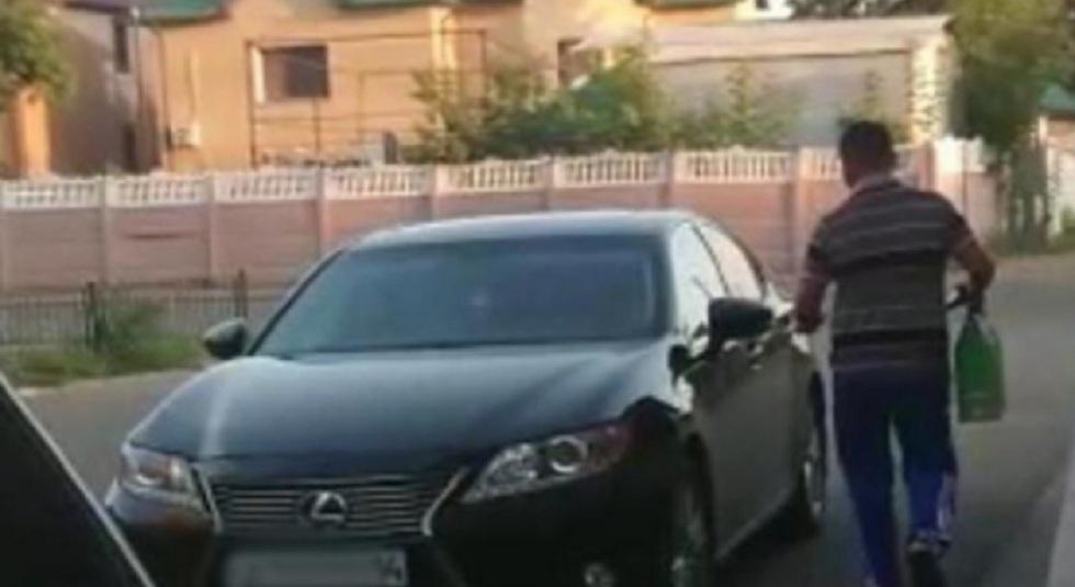 """Скандал в Павлодаре: """"малоимущий"""" приехал за помощью на Lexus"""