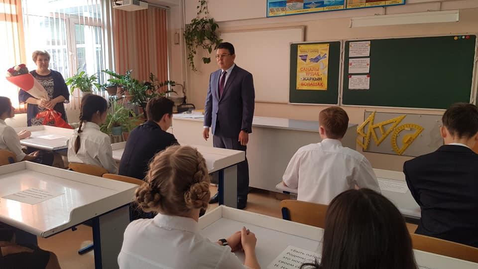 Министр энергетики РК навестил родную школу