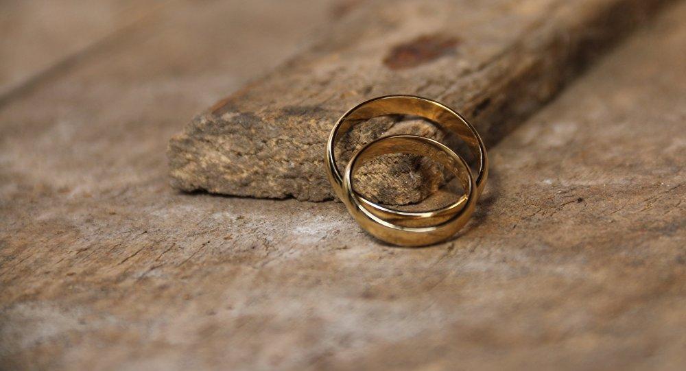 Одиннадцатилетнего ребенка выдали замуж в Иране