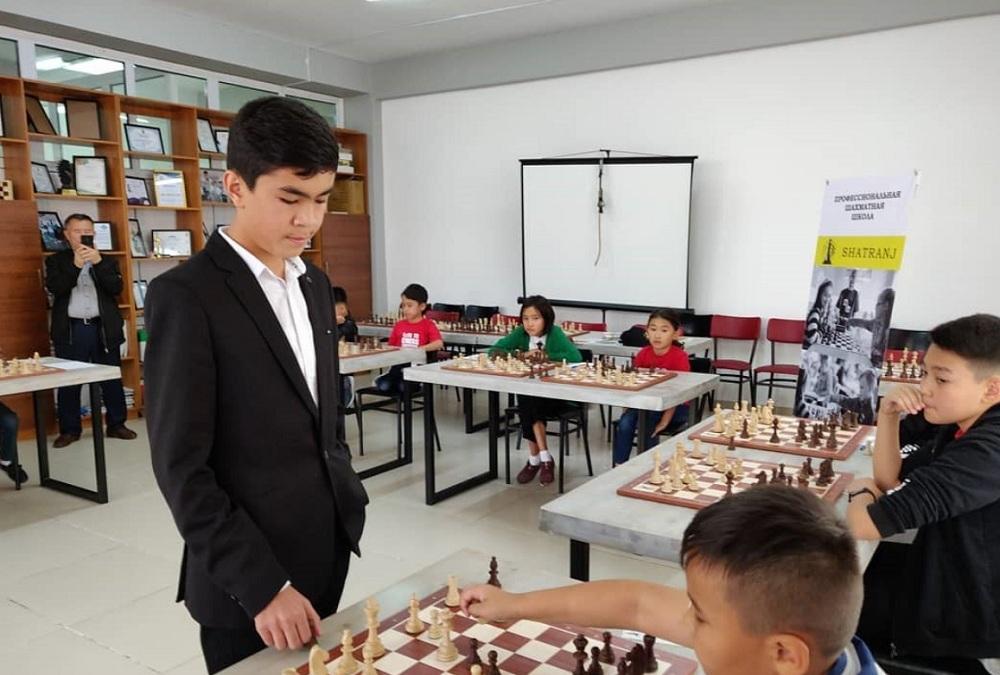 Самый юный гроссмейстер мира провел мастер-класс в Алматы