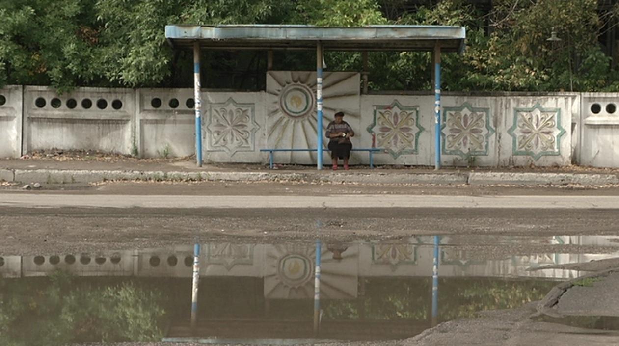 На разбитые дороги жалуются жители поселка Боралдай Алматинской области