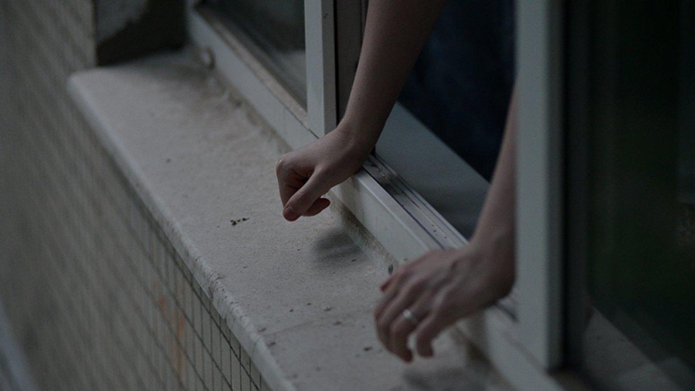 Алматыда 1 сынып оқушысы мектеп терезесінен құлап кетті