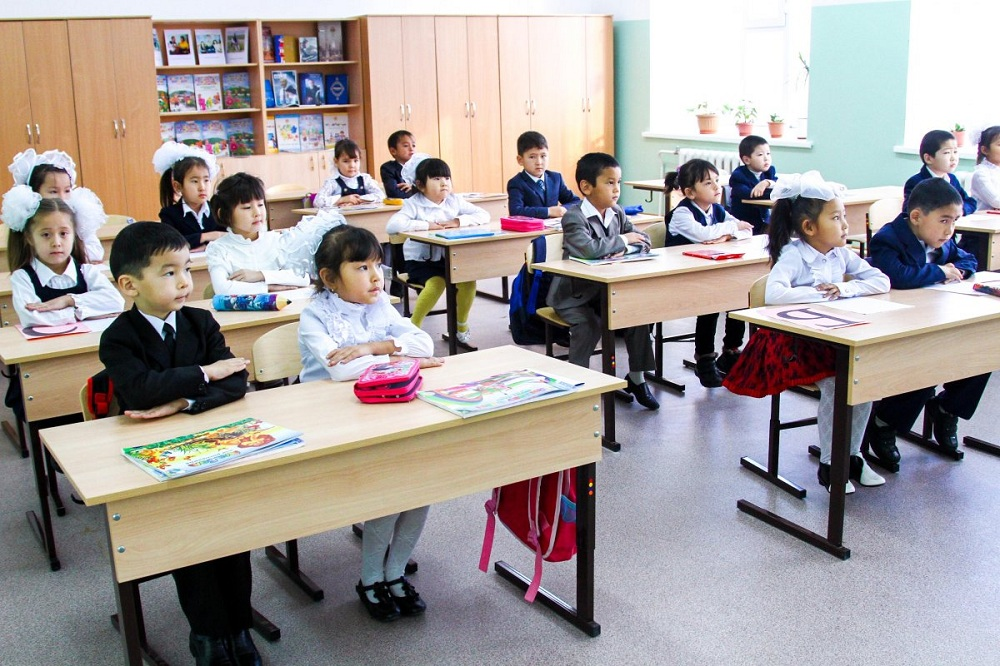 Более 261 тысячи учеников сели за парты в школах Алматы