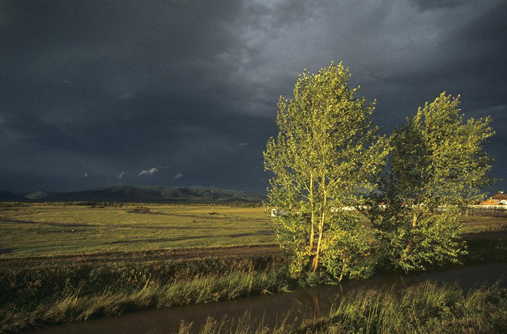 Дожди на севере, сильный ветер на юге: погода в Казахстане 13 сентября