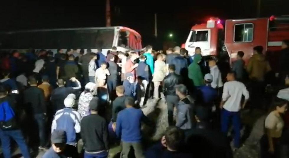 1 человек погиб и 3 пострадали: поезд снес автобус в Шамалгане