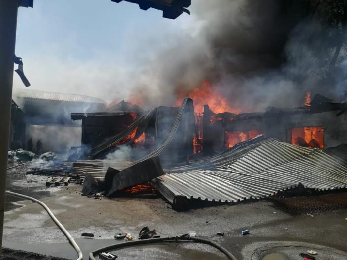 Мебельный цех загорелся в Алматы