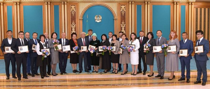 Яркий юбилей: первому в истории Казахстана закону о языках - 30 лет