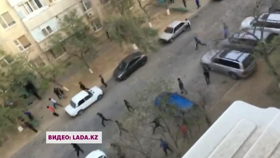 Сначала камни, потом травматы: массовая драка произошла в Актау