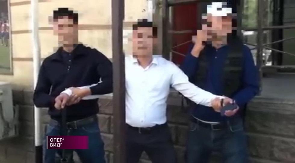 Полицейский Шымкента задержан за вымогательство