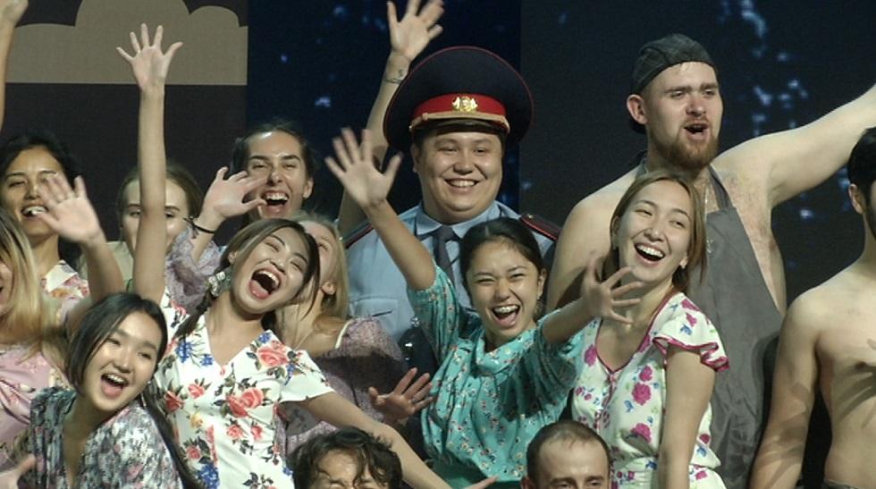Осенняя премьера рок-мюзикла «Три дома окнами во двор» пройдет в субботу в Алматы