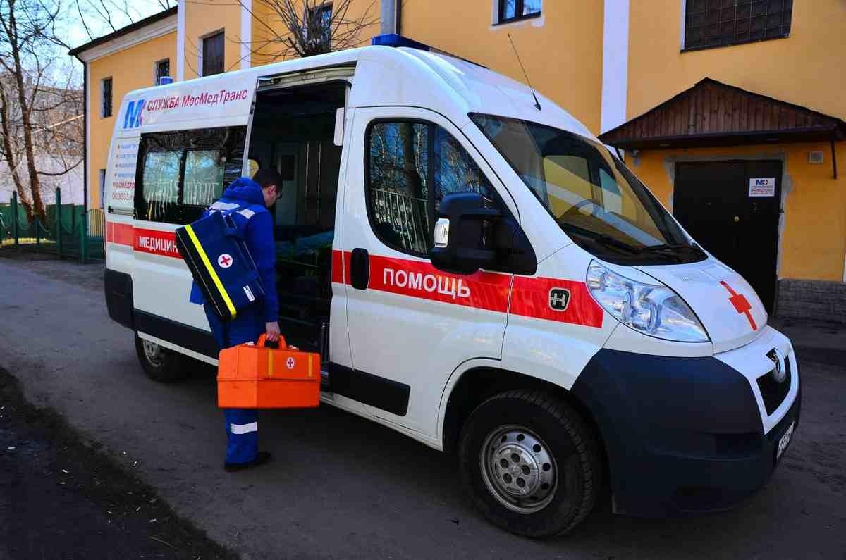 Пьяный муж беременной женщины избил сотрудников скорой в Семее