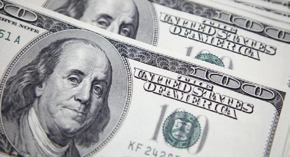 Доллар в обменных пунктах выставили по 390-392