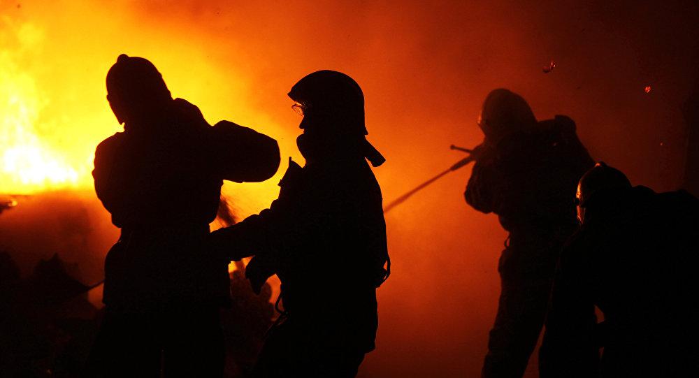 Мужчина пострадал при пожаре на заводе пластиковых бутылок в Нур-Султане