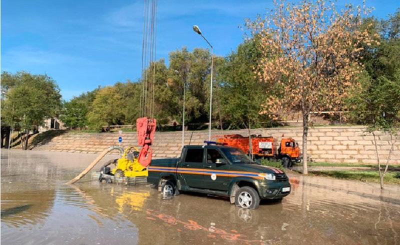 Горячую воду после крупной коммунальной аварии в Алматы обещают подключить до 21:00