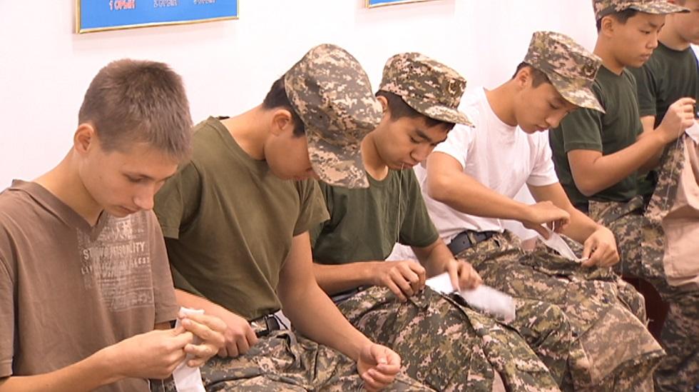 Один день в курсантских погонах провели школьники Алматы