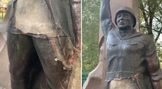 Памятник героям ВОВ испортили вандалы в Алматы