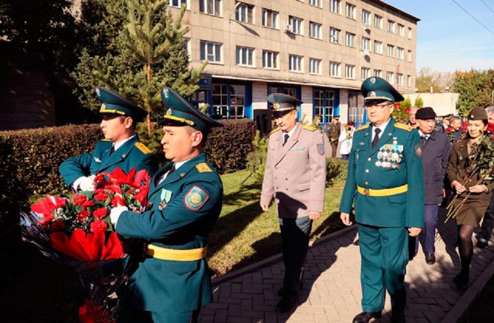 Погибшим при исполнении служебного долга пожарным возложили цветы в Алматы